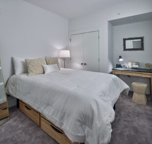 Private room in 3 bedroom and 2 bedroom student apartment
